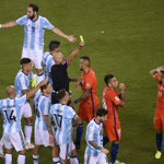 #CopaAmerica. La amarilla de Messi, La roja de Marcos Rojo y la 2da amarilla de Díaz. https://t.co/iBRcTeI1qB
