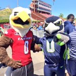 Swoop & Blitz both agreed today that MV Football will be flying high this season. #Passhappy #ThunderFast https://t.co/hzGIrNec5n