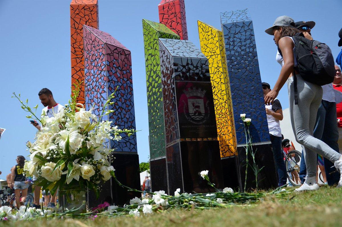 Inauguran primer monumento a la lucha gay en P.R. (galería) https://t.co/QcG9tdvWB0  #LGBT #LoveIsLove #Orlando https://t.co/npLXfMmhtb