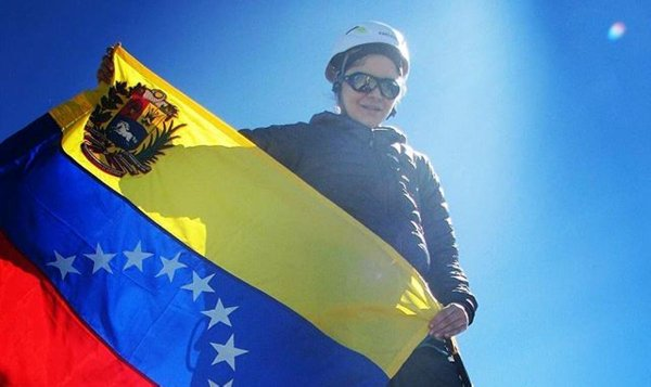 Venezolana Giselle Cesin conquista la montaña Denaliubicada en Alaska.  Felicitaciones Giselle. ..juventud !!!! https://t.co/at4iVBa2CT