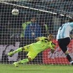 Lo de Gonzalo Higuaín en finales con Argentina... https://t.co/j2uU50MSd6