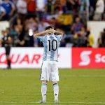 À seulement 29 ans, Lionel Messi a décidé de mettre un terme à sa carrière internationale avec lArgentine ! https://t.co/Bo6poCtvem