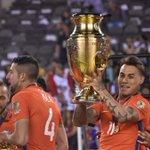 "Eduardo Vargas al ganar la Copa: ""Somos un grupo histórico para el fútbol chileno""» https://t.co/sClq0fbkKQ https://t.co/M1judKc74p"
