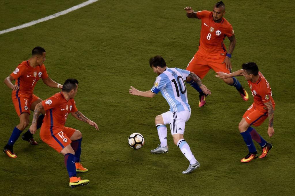 Este es Messi contra todo. Todo el partido  (foto vía @marca) https://t.co/VvPluQGHeA