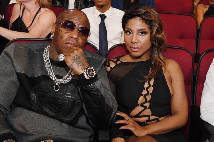 Is this a hostage situation or is he holding you captive? #BETAwards https://t.co/G5Jh6xjweJ