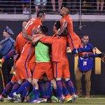 FINAL: #ARG 0-0 #CHI Chile win #CopaAmerica 4-2 on penalties after a scoreless 120 minutes. https://t.co/IJa8lZaniA https://t.co/odrAkfmigF
