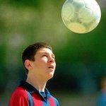 "Entrevistamos a un enano autista de nombre Lionel Messi, ~De ""grande"" seré el mejor cobrador de penales~, comentó. https://t.co/Roxsp0Hr3S"