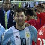 La détresse de Leo Messi après la défaite de lArgentine en finale de la Copa America Centenario. https://t.co/sI1MJA6GZA