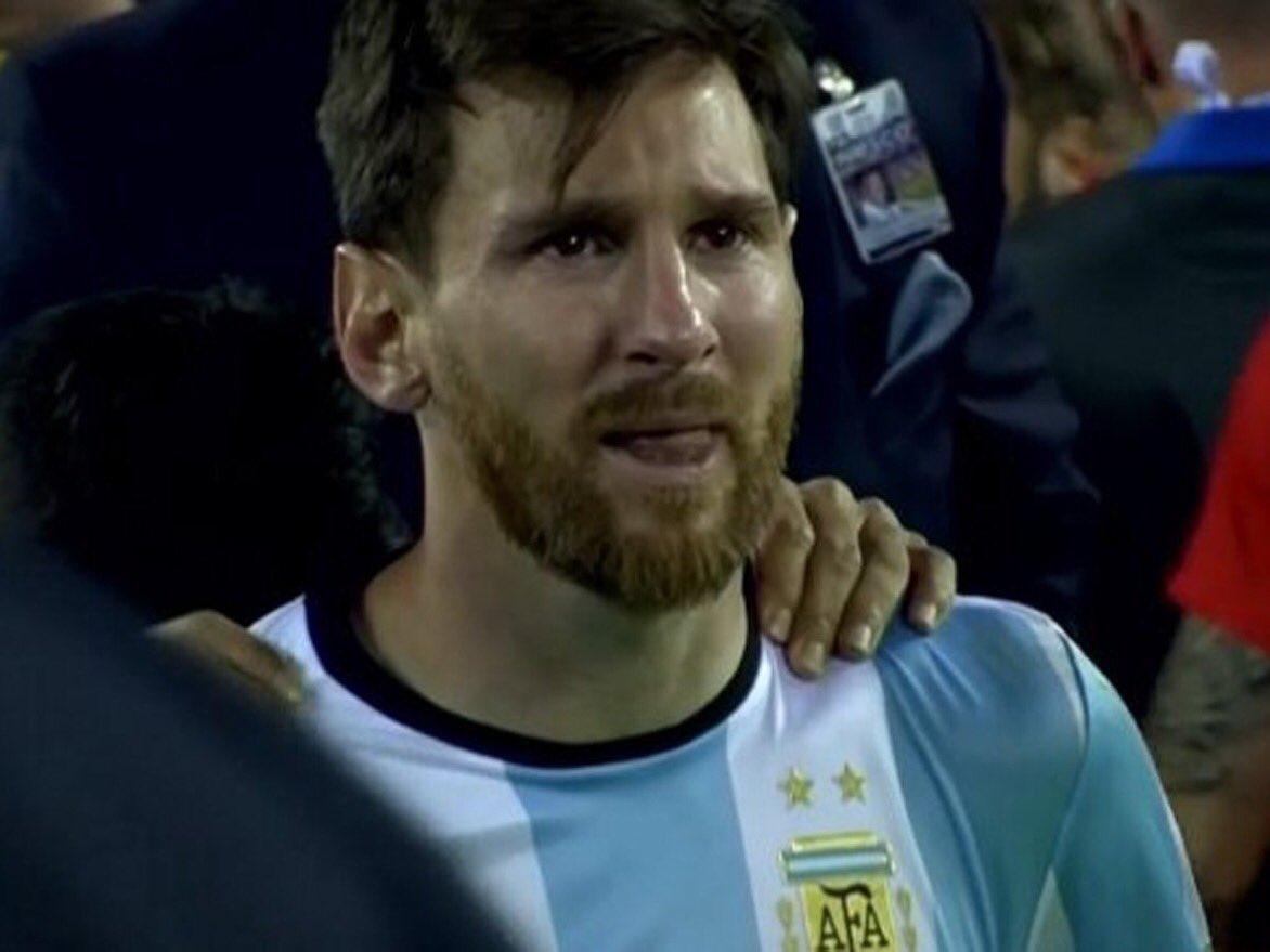 Sos mi capitán. Ahora y siempre. Más que nunca, #Messi ⚽️ https://t.co/6ijCtzsiAS