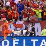 ¡La Roja es bicampeona! #Chile se lleva la #CopaAmerica al superar a #Argentina en penales. https://t.co/Tfa99A1DKn https://t.co/yK2BO3Evrc