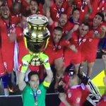 Historia del fútbol chileno. Preciosa la Copa, por cierto. https://t.co/JWPTAOPkzK