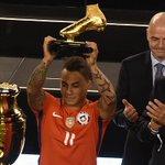 Eduardo Vargas le ganó a Lionel Messi y se consagró bigoleador de América https://t.co/4rnyvdccuc https://t.co/bXSJ2UEQnG