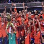 357 días entre una foto y la otra. Generación dorada del fútbol chileno. https://t.co/dLlkqBMpAI