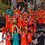 El emocionante momento en que Chile recibe el trofeo de la Copa América Centenario https://t.co/VQmXCJ2BW8 https://t.co/bveBqVxd7v