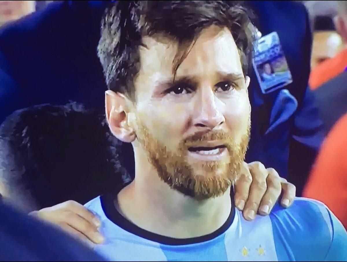 La imagen de la derrota. Ahora a escuchar a todos criticando. Messi seguís siendo el #1 https://t.co/VmCjoG4EuK