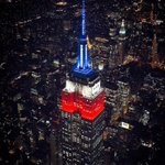 Manhattan le rinde honores a Chile campeón iluminando el Empire State con los colores de Chile. https://t.co/42kho86ipC