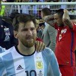 Nunca lo vi así, tan frágil, tan vulnerable... No se lo merece. El fútbol le es injusto a este monstruo. https://t.co/wgcL9fbn0f