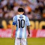 #Messi acaba de renunciar a la selección. Lo único que me faltaba para este domingo deprimente https://t.co/LluMJwX5iq