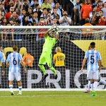 """""""Creo que Leo habló en caliente. No pienso en la Selección sin Messi"""". Romero. https://t.co/EvI7oHt4W6"""