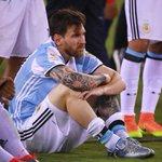 No te vayas, Leo. Argentina te necesita. El FÚTBOL te necesita. https://t.co/XmZv1vOZBt