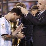 Après la défaite de lArgentine, Lionel Messi annonce à 29 ans sa retraite internationale ! https://t.co/aPFeHf9BtU
