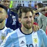 [#CopaAmerica] Messi et Aguero en larmes après la finale perdue... https://t.co/KMKLxgJamh