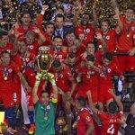 [Video] Los penales y el relato del Chile campeón en la voz de @ernestomatomato https://t.co/o9eYsGIjfb https://t.co/zV9KbwIJip