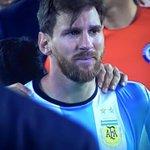 À 29 ans, Lionel Messi annonce qu'il met un terme à sa carrière internationale. #Messi #CopaAmerica #Argentina ???? ???? https://t.co/GYlKbWdPVx