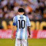 """Messi : """"Jaurais tellement voulu ramener un titre de champion en Argentine, je m'en vais sans y être parvenu"""" https://t.co/VbfNoRVJUG"""