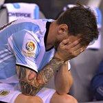 Fuiste el motivo por el que amo tanto a esta Selección. Te pido que no te vayas, por favor, Leo. #NoTeVayasLio https://t.co/sfw7W0poYQ
