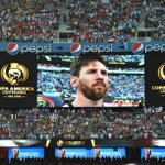 Battu avec lArgentine par le Chili en finale de Copa America, Lionel #Messi a annoncé sa retraite internationale. https://t.co/P19m6PMR9K