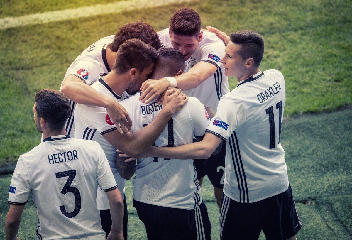 Great teamwork! Three games to go! #DieMannschaft #JederFuerJeden #EURO2016 #mg23 #vamos #ViveLaMannschaft https://t.co/3JA7kkzcF5