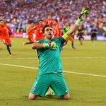 Claudio Bravo, Arturo Vidal y Alexis Sánchez ayudaron a Chile a ganar a Argentina en la final de la #CopaAmérica. https://t.co/1t3rpCghxZ