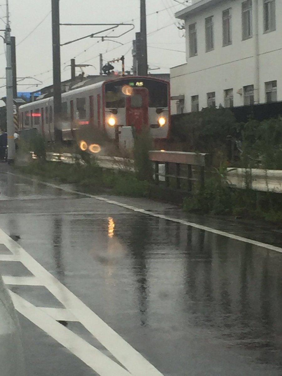 東海学園前の踏切で電車が止まった! 何があった? https://t.co/qj4B7QdAf0