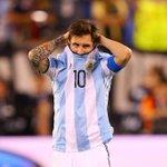 """Leo Messi : """"Je pense que léquipe nationale et moi, cest fini. Cest la quatrième finale que je perds."""" https://t.co/zCh6Rl6ADD"""