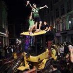 À #Lille, les Irlandais décrochent la palme des meilleurs supporters (VIDÉO) => https://t.co/Rdh6oeF8He #Euro2016 https://t.co/ICN4Kh2Tbt