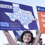 The Supreme Court struck down Texas abortion clinic regulations https://t.co/T5hn0u7IV5 https://t.co/KV5NzCQTwh