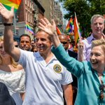 .@NYGovCuomo, @BilldeBlasio march with @HillaryClinton in #NYCPride Parade https://t.co/9Vt1IEXGBR https://t.co/W3ftCa0Wid