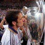 Hoy cumple años el eterno capitán del club más grande del mundo 🏆  Muchas felicidades @RaulGonzalez 🎂 https://t.co/ZEaji7iE9E