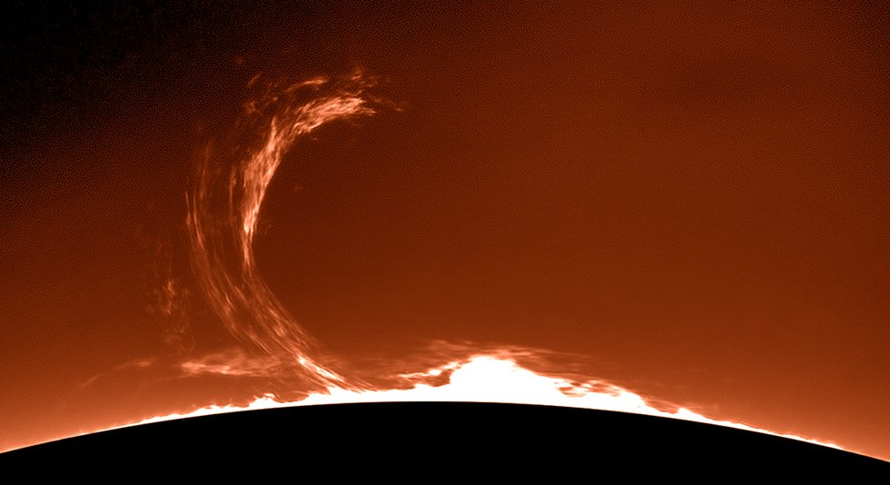 Saturday's huge solar prominence: https://t.co/IPNUEFI0WZ (Randall R Shivak) https://t.co/MvnKf8WmnD