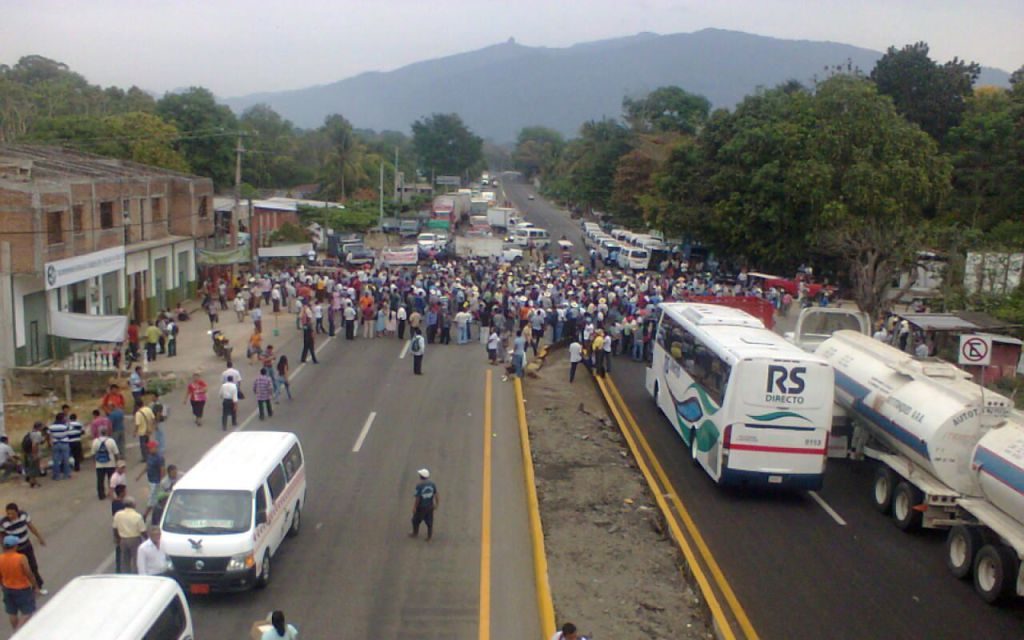 Anuncia CNTE bloqueos indefinidos en Chiapas https://t.co/W10jMoIRi7 https://t.co/vWRGv08jF2