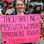 US Supreme Court strikes down restrictive Texas abortion law https://t.co/p5pVm2lq3V https://t.co/EeOjn4iWq2