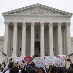 BREAKING: Supreme Court strikes down Texas abortion clinic regulations https://t.co/z3tfim5CFX- (@ap photo) #htnow https://t.co/vSO9afNFPN