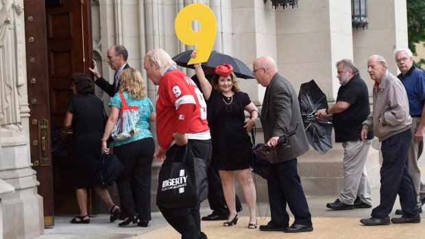 Watch LIVE: Mourners bid farewell to 'Mr. Hockey' Gordie Howe