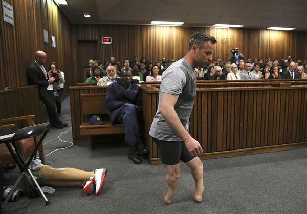 Oscar Pistorius walks without prosthetics during sentencing hearing via @NBCNewsPictures