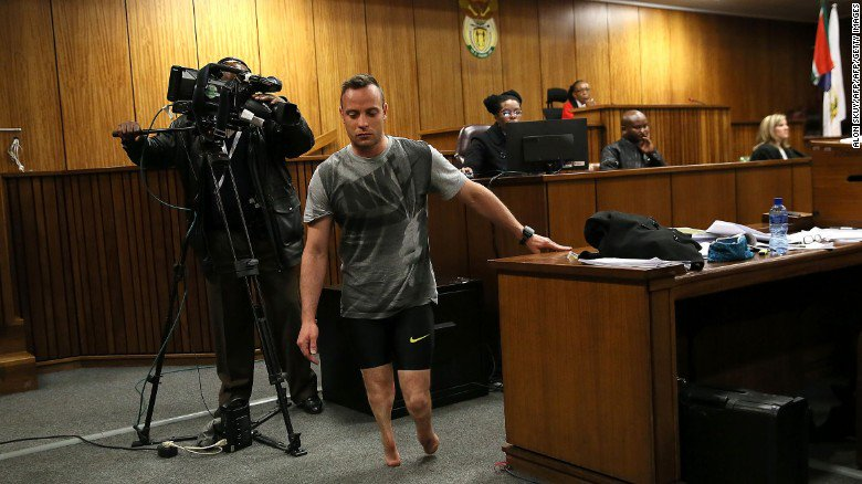 Oscar Pistorius walked without his prostheses during a dramatic court hearing today