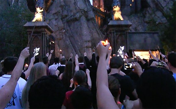 'The Wizarding World of Harry Potter' paid an emotional tribute to an Orlando victim: ✨ ❤️