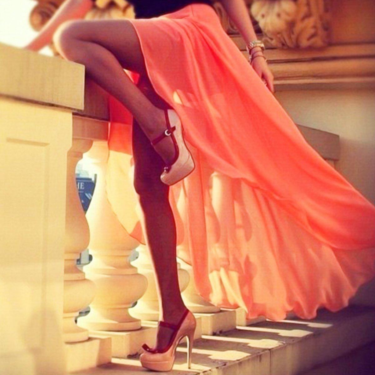 Фото ног девушек в платье