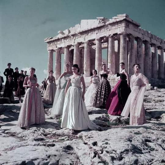 Christian Dior models in front of the Parthenon, 1951 for Paris Match #ThisisAthens #Throwbackthursday https://t.co/Mfs3OzeLup