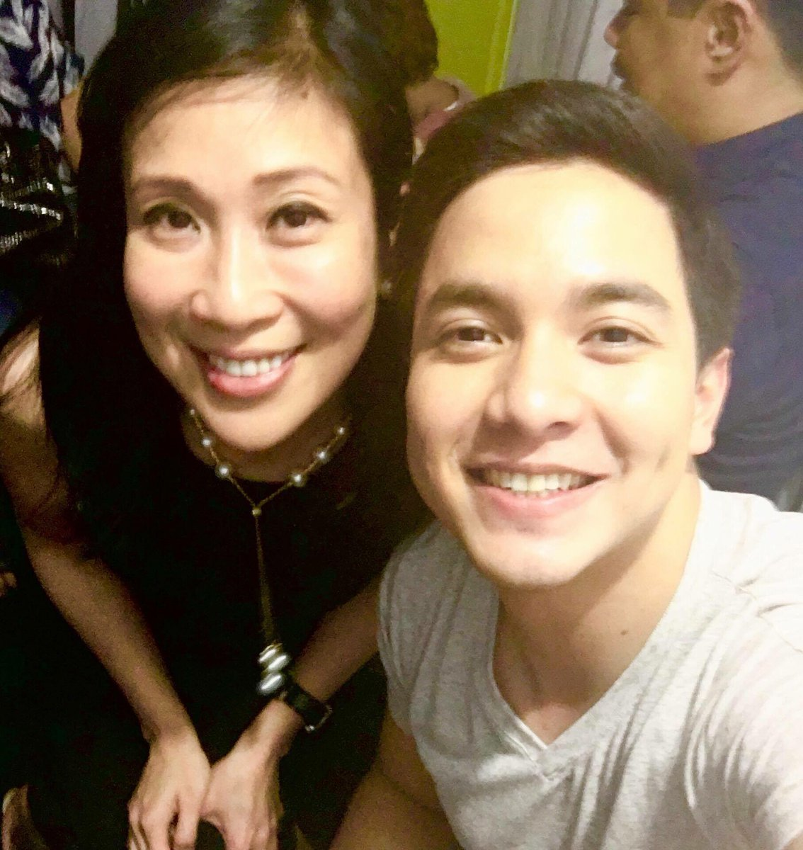 Annette's selfie with @aldenrichards02 #ALDUB11thMonthsary https://t.co/EMJ7jNaOVA
